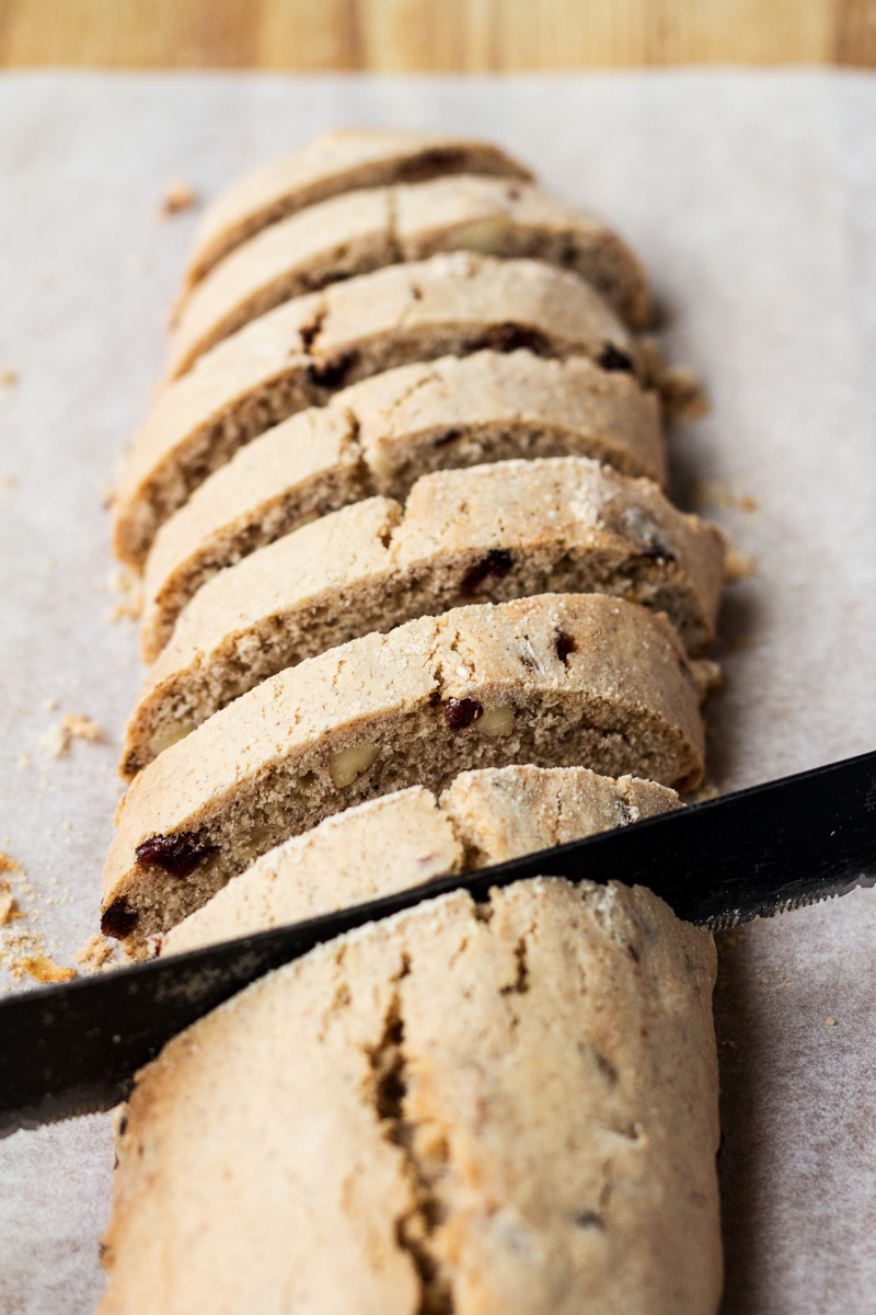eggless biscotti cutting