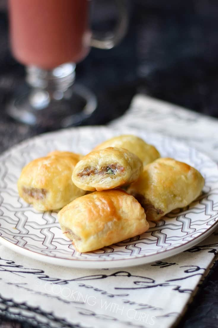 No one can resist these Puff Pastry Sausage Rolls, they are so good!! © COOKING WITH CURLS