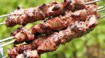 Как замариновать шашлык из свинины с уксусом – Секреты сочного шашлыка, замаринованного с уксусом и луком